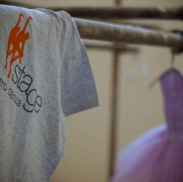 maglia con logo stage centro danza e tutu
