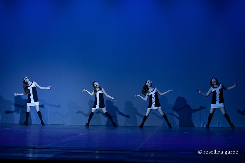 quattro ballerine su un palco